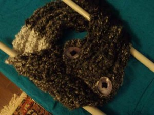 This 3-rib Salt & Pepper Scarf was knit on 1.5 cm needles in curlicue acrylic yarn.